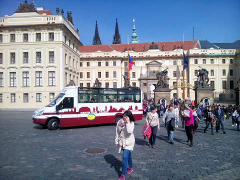 b_480_360_16777215_00_images_tours_01-Prague-Castle-Hradcan-Square.jpg