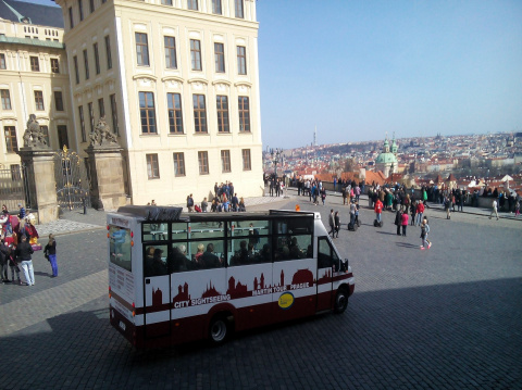 b_480_360_16777215_00_images_tours_02-bus-prague-castle-ramp.jpg