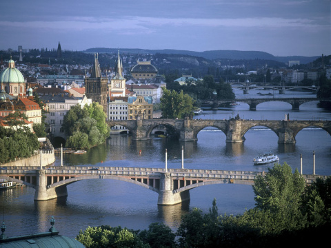 b_480_360_16777215_00_images_tours_02-prague-1.jpg
