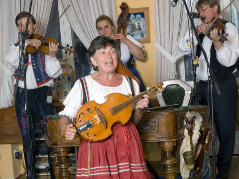 b_480_360_16777215_00_images_tours_09-folklore-party-with-dinner-1.jpg
