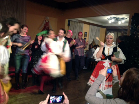 b_480_360_16777215_00_images_tours_09-folklore-party-with-dinner-2.jpg