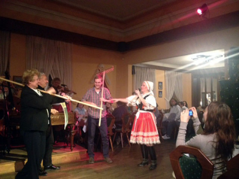 b_480_360_16777215_00_images_tours_09-folklore-party-with-dinner-3.jpg